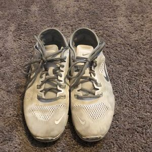 White Nike free shoes